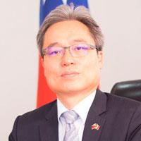 Iván Yueh-Jung Lee